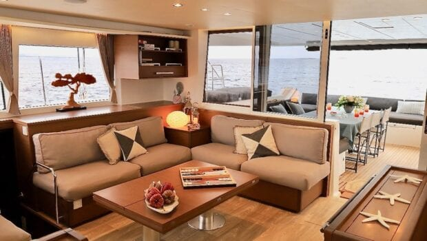 boom lagoon catamaran salon - Valef Yachts Chartering