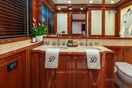 divine motor yacht bath (1) - Valef Yachts Chartering