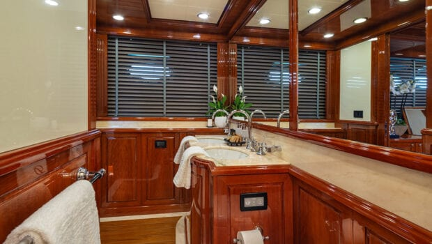 divine motor yacht bath (2) - Valef Yachts Chartering
