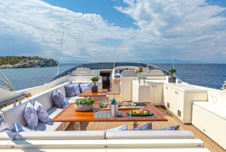 divine motor yacht fly - Valef Yachts Chartering
