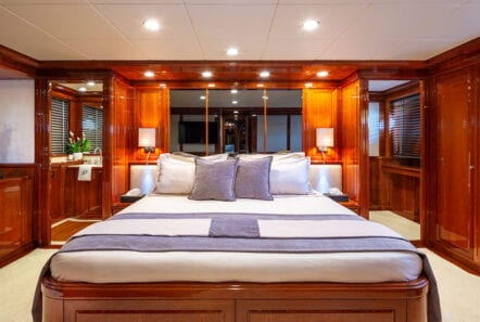 divine motor yacht master - Valef Yachts Chartering