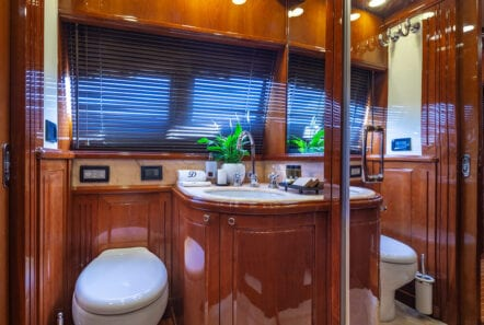 divine motor yacht wc - Valef Yachts Chartering
