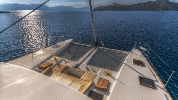 flo catamaran exterior spaces (31) - Valef Yachts Chartering