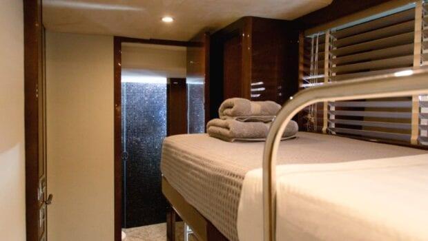 gia sena motor yacht bunk beds - Valef Yachts Chartering