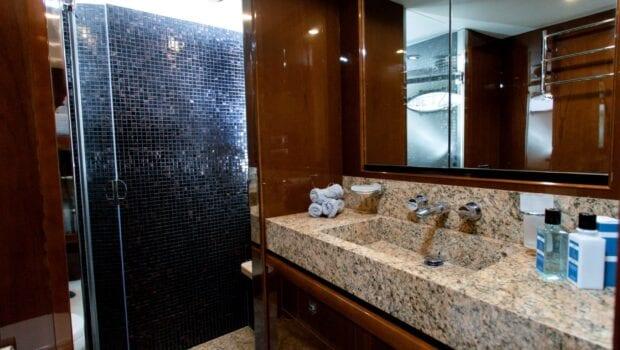 gia sena motor yacht double cabin bath - Valef Yachts Chartering