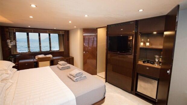 gia sena motor yacht master - Valef Yachts Chartering