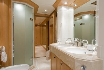 mercury megayacht bath (2) - Valef Yachts Chartering