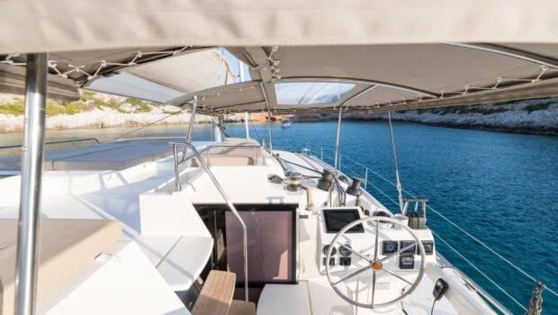 pi2 catamaran exterior (4) (Custom) min - Valef Yachts Chartering
