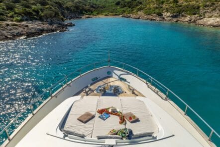 the bird motor yacht fore (1) min - Valef Yachts Chartering