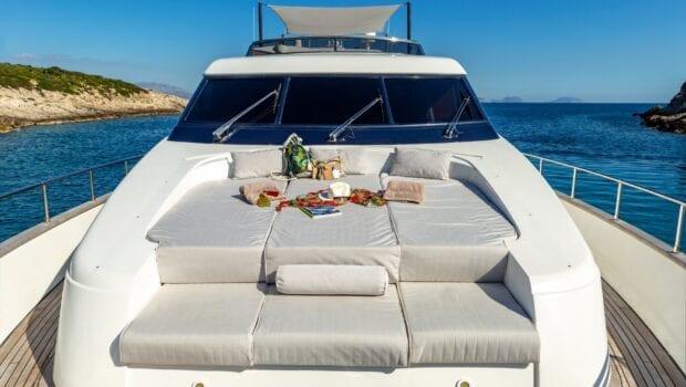 the bird motor yacht fore (2) min - Valef Yachts Chartering