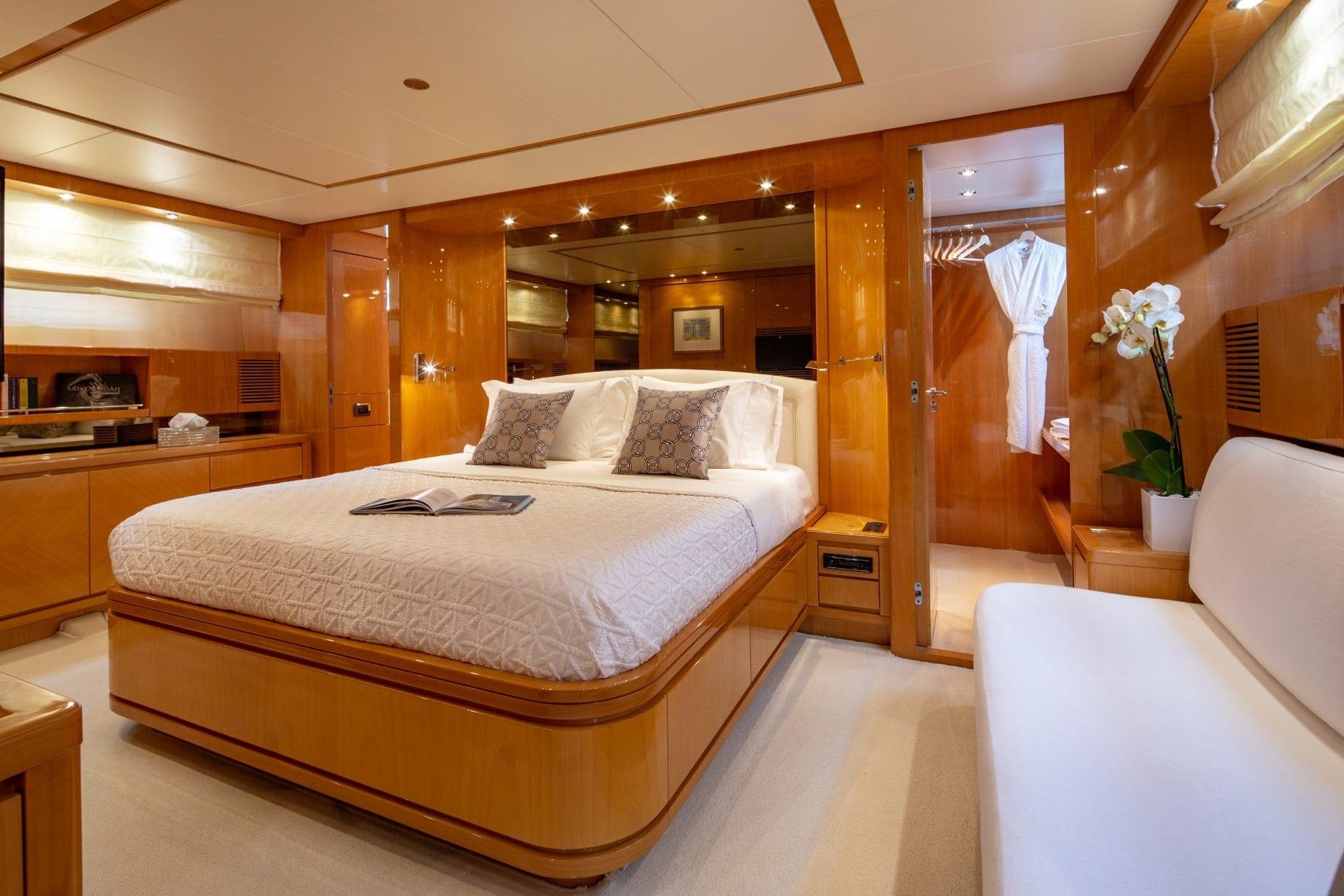 the bird motor yacht master suite